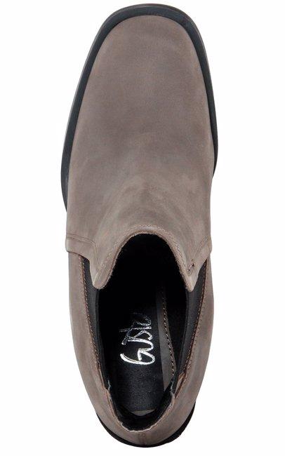BuyInvite | GUSTO Leather Chelsa Boot Model With Double Elastic Band Round Toe And Rectangular Heel.